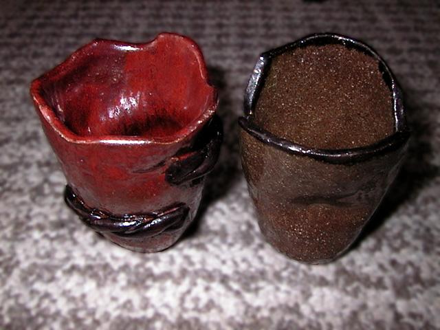 土:赤土 釉薬:左:鉄赤+天目 右:酸化御深井(オフケ)+天目