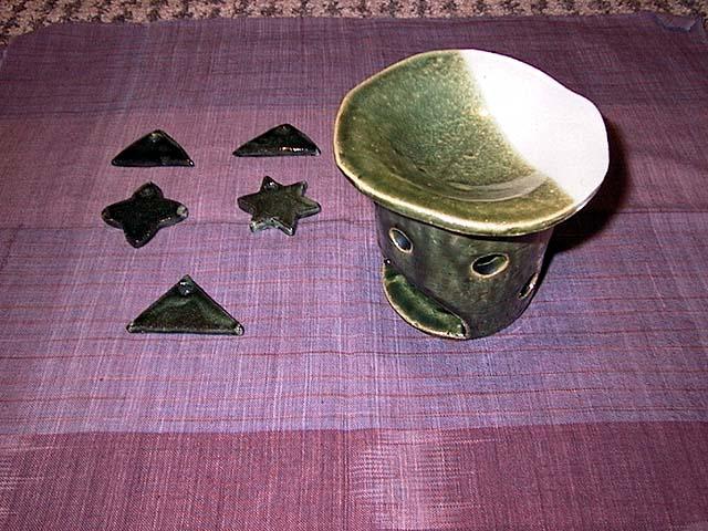 土:茶香炉:信楽 ペンダントトップ:黒みかげ 釉薬:志野+織部